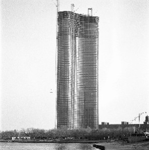 Lake Point Tower under construction